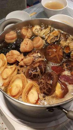 盆菜 Peng Cai, typical Cantonese food to be eaten during Chinese New Year.