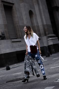 look con mom jean / Im So Fancy, Disney Outfits, Disney Style, Mom Jeans, Mickey Mouse, Harem Pants, Sequin Skirt, Zara, Street Style