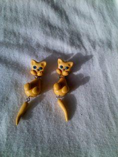 Mis creaciones...aretes de gatita en porcelana fria