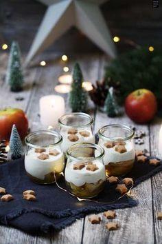 Weihnachtliches Bratapfel-Zimtcreme-Dessert im Glas. Praktisch zum Vorbereiten oder mitnehmen. Einfach und lecker!