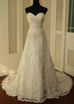 Vintage style Ivory Lace Train Bridal Gown / Wedding Dress