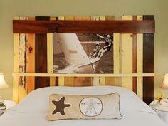chambre esprit bord de mer avec tête de lit design original en bois de récupération