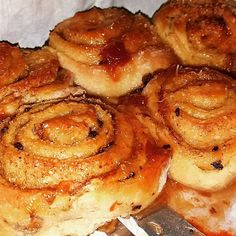 Ελληνικές συνταγές για νόστιμο, υγιεινό και οικονομικό φαγητό. Δοκιμάστε τες όλες Sweet Buns, Sweet Pie, Cinammon Rolls, Pecan Rolls, Cinnamon Cake, Oven Chicken, Sweets Cake, Rolls Recipe, Greek Recipes