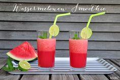 Ich schmeiße eine virtuelle Runde Wassermelonen-Abkühlung. Das Wochenende soll wieder heiß werden. Aber ist das nicht ein herrliches Hochsommerwetter?! Perfekt für jeden Tag Wassermelone. Soooo lecker. Mein Wassermelonen-Smoothie Rezept – sooo einfach: 200 g Eiswürfel im Mixer crushen. 400 g Wassermelone hinzu geben und mixen. 200 ml Ginger Ale untermischen. Einen großzügigen Spritzer Limette unterrühren. Mit Minze und einer Limettenscheibe aufhübschen. Soooo frisch! Habt einen tollen…