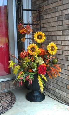 fall decor ideas for the porch 45 farmhouse fall porch decorating ideas Fall Containers, Succulent Containers, Container Flowers, Container Plants, Container Gardening, Fall Arrangements, Floral Arrangement, Fall Planters, Porch Decorating