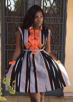 African clothing that looks stylish! Short African Dresses, African Blouses, Latest African Fashion Dresses, African Print Dresses, African Print Fashion, Africa Fashion, African Attire, African Wear, African Outfits