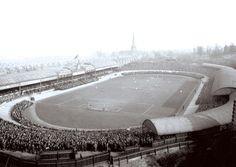 ♠ The History of Liverpool FC in pictures - Aston Villa v Liverpool match from 1907 Bristol City Fc, Norwich City Fc, Carrow Road, Aston Villa Fc, Hampden Park, Football Memorabilia, Football Stadiums, Goodison Park, Villa Park