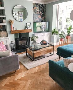 Living Room Green, New Living Room, Home And Living, Cosy Living Room Decor, Front Room Decor, Wall Decor, Living Room Inspiration, Cool Living Room Ideas, Lounge Decor
