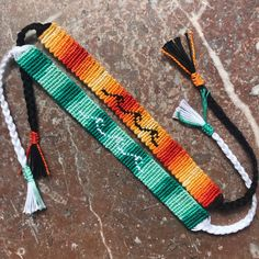 String Bracelet Patterns, Diy Bracelets Patterns, Yarn Bracelets, Bracelet Crafts, Ankle Bracelets, Bracelet Designs, Homemade Bracelets, Diy Bracelets Easy, Summer Bracelets