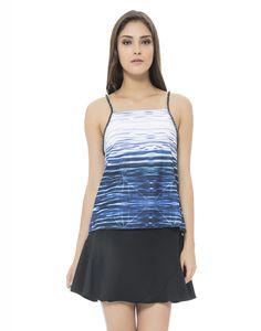 Para colocar mais brilho em suas produções, aposte na blusa com print moderno e alça toda em strass, um luxo! Com Saia evasê e salto alto, vá com tudo no estilo ladylike!