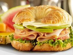 Something yummy to make: Turkey Avocado Croissant. butter croissant with sliced turkey, avocado, pepper jack cheese, lettuce, tomato and mayonnaise Entree Recipes, Sandwich Recipes, Crossaint Sandwich, Healthy Eating Tips, Healthy Recipes, I Want Food, Cheap Clean Eating, Snacks Saludables, Breakfast Plate