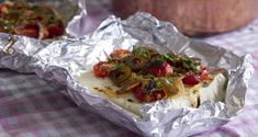 Roast Feta Cheese with Cherry Tomatoes and Olives by Greek chef Akis Petretzikis. An authenic traditional Greek recipe for roast feta cheese as an appetizer! Olive Recipes, Greek Recipes, Raw Food Recipes, Cooking Recipes, Confectionery Recipe, Roast Recipes, Cheese Recipes, Popular Recipes, Cherry Tomatoes