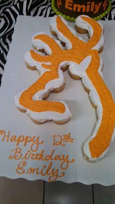 Cakes and Cupcakes Camo Birthday Party, Camo Party, Birthday Cupcakes, Camouflage Party, Camouflage Cupcakes, Hunting Birthday Cakes, Birthday Ideas, Birthday Parties, Pull Apart Cupcake Cake