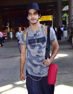 Janhvi Kapoor, Sunny Leone, Kartik Aaryan, Ishaan Khatter and Sidharth Malhotra were spotted at the Mumbai airport. Bollywood Stars, Bollywood Fashion, Mumbai Airport, Airport Look, Reality Tv Stars, Indian Celebrities, Aladdin, Casual Looks, Camouflage