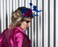 Tocado FELICITY. Tocado en base de sinamay color azul eléctrico de 11 cm, con flores de seda salvaje tintada en fucsia y azul eléctrico con pistilos, con plumas de flecho de gallo en fucsia y antena de palo en azul eléctrico.  MODELO: Beatriz Farjas FOTOGRAFÍA: Iván Rivilla MAQUILLAJE: Miriam Zapata  PELUQUERÍA: Vanessa Gracia  DISEÑO DE TOCADOS: Lorbichi & Don Gominola Agradecimientos a la tienda VANAGOD por cedernos el vestuario #tocado #sombrero #lorbichi #headpiece #hat #wedding…