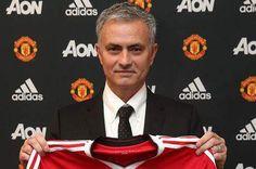 """Mourinho quer """"esquecer os últimos três anos"""" do Manchester United"""