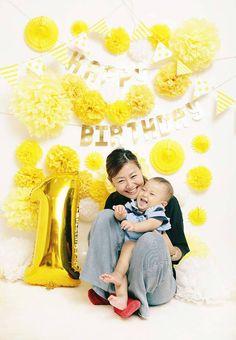 親子でフォトブース撮影 黄色いフォトブース イエロー 1歳の誕生日