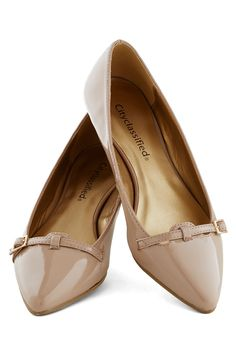 Newsreel Deal Wedge: Just like the short news documentaries of the these sleek kitten wedges harken back to an sharp era. For your weekly vodcast on current events you wear … Vintage Heels, Retro Vintage, Retro Heels, Vintage Style, How To Have Style, Shoes Heels Wedges, Tan Shoes, Beige Flats, Wedge Shoes