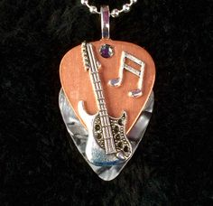 Guitar Picks - This Is The Article You Want About Learning Guitar Guitar Pick Jewelry, Music Jewelry, Cute Jewelry, Jewelry Crafts, Silver Jewelry, Guitar Art, Guitar Chords, Ukulele, Unusual Jewelry