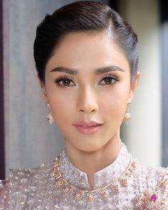 Asian Wedding Makeup, Simple Wedding Makeup, Wedding Makeup Looks, Up Hairstyles, Wedding Hairstyles, Oval Face Shapes, Make Up Braut, Natural Eyeshadow, Braut Make-up