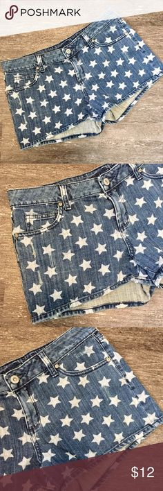 "{arizona jeans} Shorts Lightly distressed star print denim shorts by Arizona Jeans Company. Size 7.   Closure: Front Zipper and Button  Material: 99% Cotton 1% Spandex   Measurements Waist: 31"" lying flat, stretches to 33""  Length: 10.5""  Inseam: 2.5""  Front Rise: 8""  Back Rise: 13""   #patriotic #flag #stars #fourthofjuly #4thofjuly #independenceday #redwhiteandblue Arizona Jean Company Shorts"