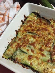 Questo sformato è la soluzione ideale per una cena leggera ma al tempo stesso sostanziosa. Infatti le zucchine e le melanzane non sono ...