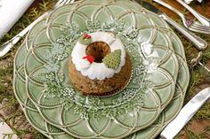 Bordallo Pinheiro para o Natal - Vamos Receber Floral Arrangements, Table Settings, Tableware, Cake, Desserts, Christmas, Food, Tables, Christmas Eve Dinner