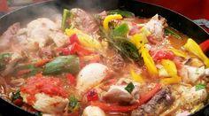 Pollo al disco con panceta y hongos Paella, Thai Red Curry, Food And Drink, Beef, Chicken, Ethnic Recipes, Ideas Para, Youtube, Mexican Food Recipes