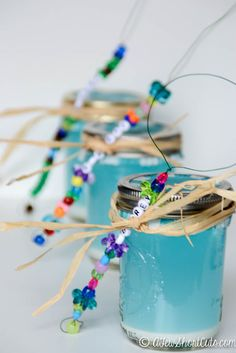 Need a fun craft to keep the kids busy or for an amazing party favor? Check out these easy Homemade Bubble Wands! Such a fun DIY Craft project for the kids!