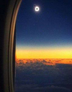 Now that's a view of the Eclipse2016 from Alaska Airlines flight #870. Photo: Anchorage flight attendants Rachael C. & Sofia S.