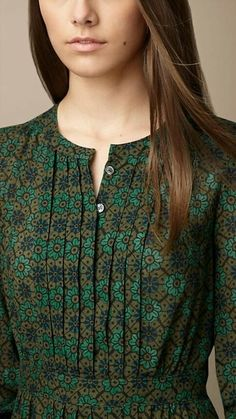 Different types of necklines to try in your Kurtis.Kurta Neck Design for Kurti neck designs.Trendy neck patterns to try in Salwar Neck Designs, Neck Designs For Suits, Kurta Neck Design, Sleeves Designs For Dresses, Neckline Designs, Dress Neck Designs, Kurta Designs Women, Blouse Designs, Chudi Neck Designs
