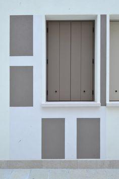 #Ristrutturazione e riqualificazione ex Cinema #Verdi - Chioggia (#Venezia). Viste panoramiche e giochi di colore. Dettaglio giochi di colore: balcone appartamento al piano terra.