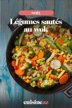 C'est un accompagnement surprenant que nous vous proposons avec cette recette de légumes sautés au wok : carottes, haricots verts, champignons, pousses de soja et poivrons rouge et jaune. #recette #cuisine #noel #fete #nouvelan #fetesdefindannee #wok #legume #legumes #accompagnement Cobb Salad, Recipes, Bell Pepper, Carrots, Green Beans, Fruits And Veggies, Ripped Recipes, Cooking Recipes