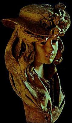 """Auguste Rodin - """"Jeune femme au chapeau fleuri"""" (1865) - terre cuite  / Musée Rodin, Paris"""
