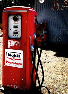 Mobil Oils and Lubricants are supplied in the UK by Chemical Corporation (UK)… Old Gas Pumps, Vintage Gas Pumps, Pompe A Essence, Old Gas Stations, Filling Station, Pump It Up, Automobile, Sweet Cars, Oil And Gas