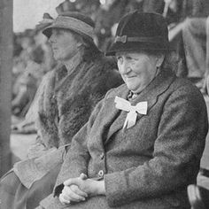 Author/illustrator and English Lake District conservationist Beatrix Potter, 1866 - Photo taken in 1935 at the Keswick Show in Cumbria, England by an anonymous photographer. Vintage Photographs, Vintage Photos, Tudor, Beatrix Potter Illustrations, Beatrice Potter, Peter Rabbit And Friends, Portraits, Women In History, Lake District