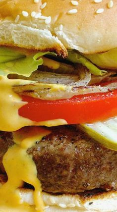 Best Ever Juicy Burger - Ciao Chow Bambina Burger Recipes, Beef Recipes, Delicious Burgers, Yummy Burger, Great Recipes, Favorite Recipes, Big Burgers, Cookout Food, Best Side Dishes