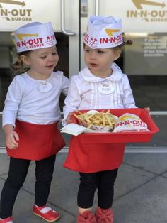 The easiest DIY Halloween Costume for In-N-Out employee - Twin Tested Twin Halloween, Zombie Halloween Costumes, Zombie Makeup Easy, In And Out Burger, Old Lady Costume, Homecoming Spirit Week, Mad Tea Parties, Party Queen, Last Minute Halloween Costumes
