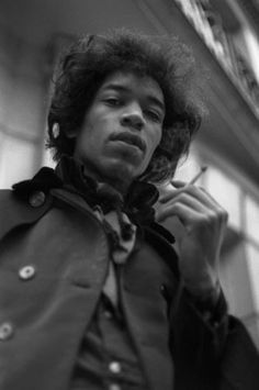 Jimi Hendrix, Singer, songwriter, record producer - In Photos: 30 Under Greats Who Died Too Young - Forbes Easy Guitar, Guitar Tips, Guitar Art, Acoustic Guitar, Classic Nursery Rhymes, Hey Joe, Jimi Hendrix Experience, Record Producer, Rolling Stones