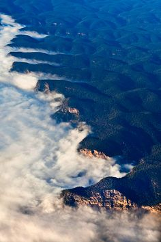 Blue Mountains, Australia  looks just like the ocean, but is actaually clouds and forests <3