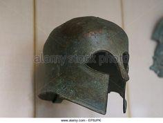 Бронзовый шлем Коринфского типа. Греческий, конце 7-начале 6 в. до н. э. границы с волновой картины. Метрополитен Музей - Стоковое Изображение