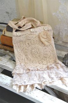 Jeanne d'Arc Living- Soulful Vintage Bag Nice bag with lots of lace and a fine flower. Quality: 100% Cotton Color: Linen
