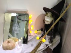 Escaparate Halloween Centre Veterinari Bitxos 2015 - Halloween Window Display  Lot of Halloween ideas for a showcase or a party