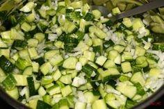 Nakládané okurky na kostičky Sprouts, Zucchini, Vegetables, Food, Veggies, Essen, Vegetable Recipes, Brussels Sprouts, Yemek