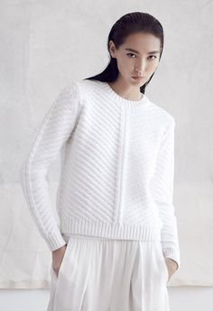 Best Inspirational Stylish Sweaters For Fall Or WinterWhite jumper with diagonal texture patternYou are very likely to wear your crewneck sweaters frequently as they're classic, comfortable and foremost, very appealing. Sweaters are a crucial porti Knitwear Fashion, Knit Fashion, Womens Fashion, Moda Crochet, Knit Crochet, Carven, Women Wear, Knitting, Sweaters