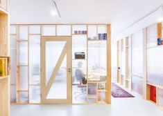 MFRMGR creates semi-transparent cubicles for sound production office in Warsaw – Industrial Design Tenerife Commercial Interior Design, Commercial Interiors, Interior Walls, Interior And Exterior, Ideas Cabaña, Polycarbonate Panels, Workplace Design, Cubicle, Office Interiors