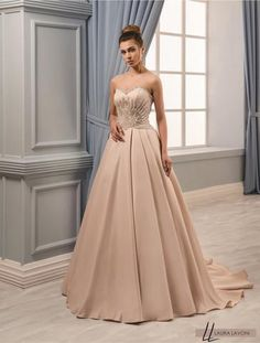 Beautiful floor length florence wedding dress for women Lucy from Carlo Lavoni #Dreamwedding#Bestwedding#Happybride#Bridedreams#Wedding#CL#Bride#Weddingplan#Bestweddingdress