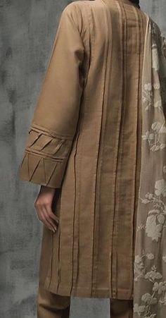 Kurti Sleeves Design, Kurta Neck Design, Sleeves Designs For Dresses, Dress Neck Designs, Stylish Dress Designs, Blouse Designs, Simple Pakistani Dresses, Pakistani Fashion Casual, Pakistani Dress Design