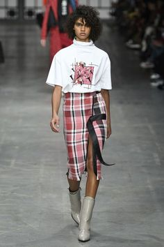 The complete Trussardi Fall 2018 Ready-to-Wear fashion show now on Vogue Runway. The complete Trussardi Fall 2018 Ready-to-Wear fashion show now on Vogue Runway. Fashion 2018, Fashion Brands, High Fashion, Winter Fashion, Fashion Outfits, Fashion Fashion, Couture Fashion, Runway Fashion, Womens Fashion