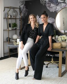 Tour Actress Shay Mitchell's Chic Hollywood Office – Cool Office Space Shay Mitchell, Chic Office Decor, Feminine Office Decor, Ceo Office, Cool Office Space, Office Wallpaper, Small Home Offices, Guest Room Office, Hollywood